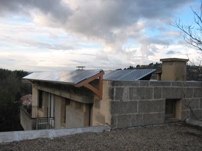 Panneaux solaires en toiture terrasse for Pose de panneaux solaires sur toiture